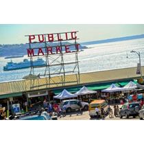 Poster (91 X 61 Cm) People In A Public Market Pike Place
