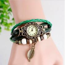 Reloj Para Dama Retro Color Verde Con Dije De Hoja