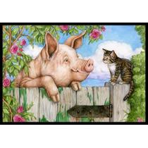 Cerdo En La Puerta Con El Gato De La Estera En Interiores O