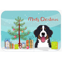 Árbol De Navidad Y Perro De Montaña De La Cocina O El Bañ