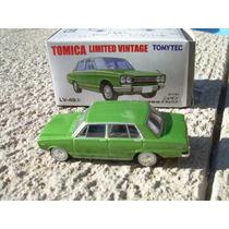 Nissan Skyline 1800 Deluxe De Tomica Limited Vintage 1:64