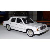 1:24 Dodge Aries K 1982 Blanco Motor Max Ccaja