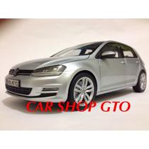 Volkswagen Golf Mkvll 4 Puertas Escala 1:18
