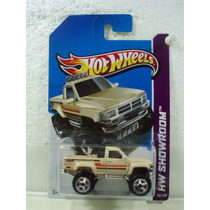 Hot Wheels Camioneta 1987 Toyota Pickup Truck Beige 2013