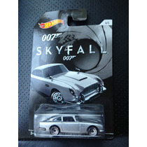Hot Wheels James Bond Paquete De 4 (2 Aston, Lotus, Mustang)