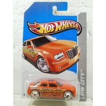 Hot Wheels Chrysler 300c Hemi Naranja 1:64 33/250 2013