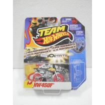 Hot Wheels Team Motocicleta Hw450f Bicolor 1:64