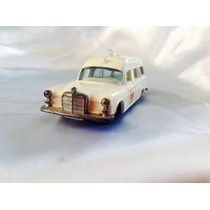 Lesney Matchbox Ambulancia Mercedes Benz Siempre En Vitrina