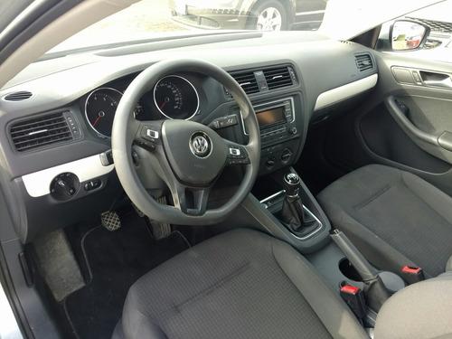 Volkswagen 4p Jetta 2.5l Comfortline Std 2016