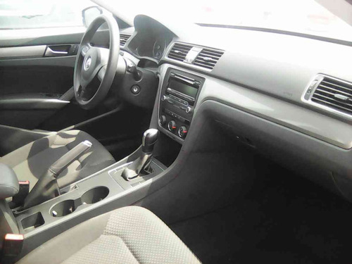 Volkswagen Passat 4p Confortline 2.5 Aut R 17 2014