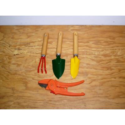 Juego de herramientas mini para jardiner a de 4 piezas for Herramientas jardineria ninos